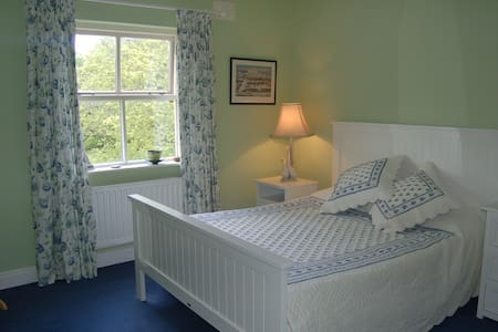 Rinneen House 2nd room Moycullen - Galway - House