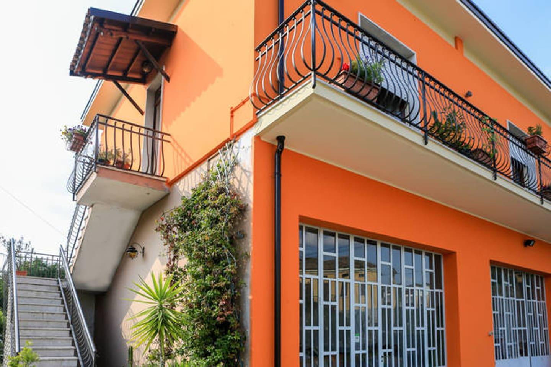 Casa formula lavoro lagodigarda   houses for rent in solferino