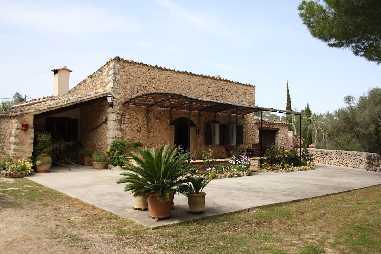 Bonita casa rural con piscina houses for rent in lloret for Casa rural catalunya piscina