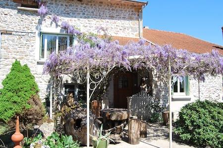 Gite 120m2 en pleine nature. 5 pers - Montagny-sur-Grosne - House