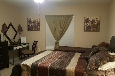Spanish Suite B&B- Airports & Attractions - Winter Haven