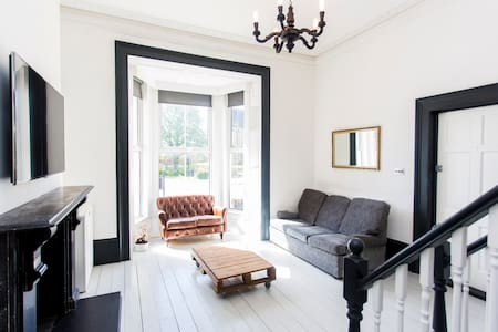 One of a kind Victorian flat in E18 - Londen