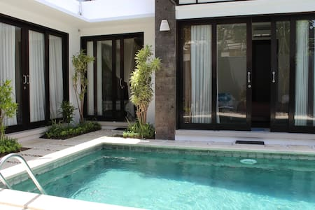 Ensuite room in fabulous quiet Seminyak villa - Kuta - Villa