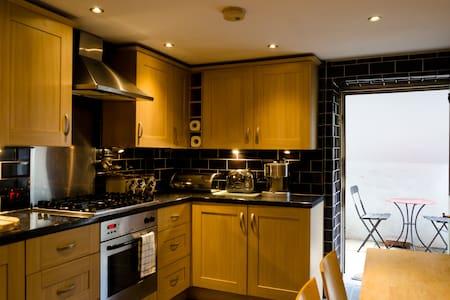 Charming Basement Apartment inTaunton - Pis