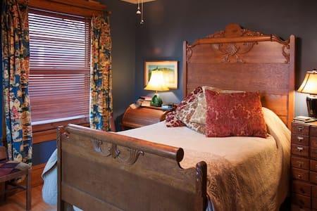 Como Lake B and B: Blue Room - Saint Paul - Bed & Breakfast
