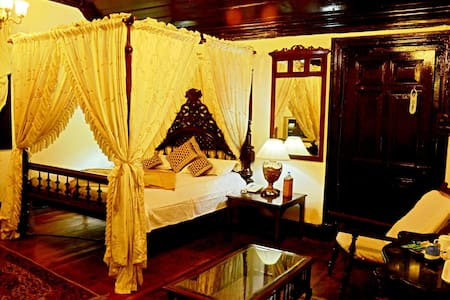 BRITISH ROYAL SUITE IN THE FOREST WITHIN THE CITY - Shimla - Bungalow