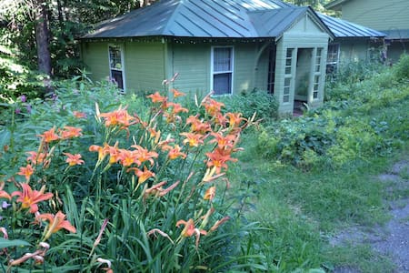 Hemlock Cottage, Cozy Comfort - Kisház