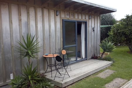 Deluxe Self contained Studio Flat - Chalet