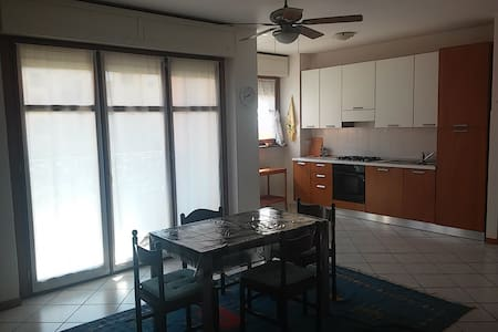 Ampio e luminoso bilocale - Apartment