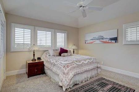 Private, quiet ensuite with deluxe Queen bed - Trabuco Canyon - House