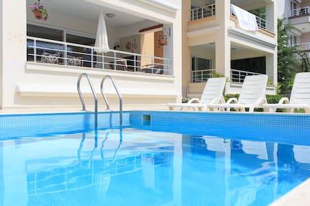 Beautiful and spacious, centrally located! - Apartamento