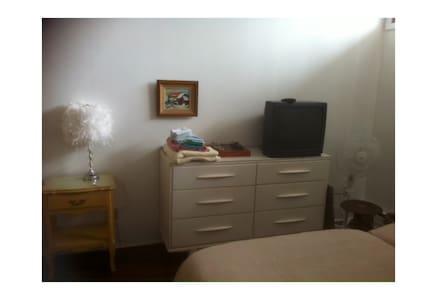 Grande chambre 2 lits simples, SdB partagée - Cowansville - Rumah
