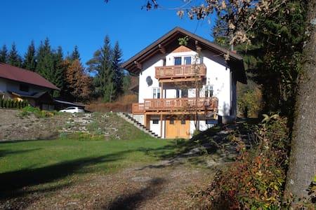 Huis met uitzicht op bergen en meer - Presseggersee - House
