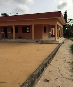 Superbe villa campagnarde à quelques km d'Abidjan. - Villa