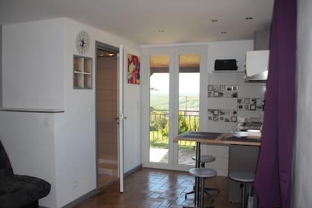 Studio 18m² proche Figeac - Lägenhet
