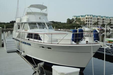 """Yacht """"Leeward"""""""