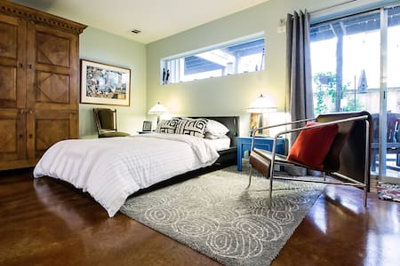 OakLawn soft contemporary townhouse