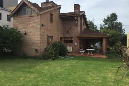 Excelente casa en Country Club - Maison