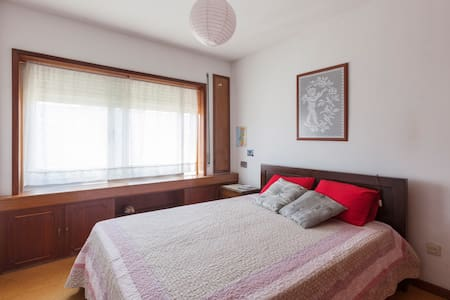 Room type: Private room Property type: Apartment Accommodates: 3 Bedrooms: 1 Bathrooms: 1.5