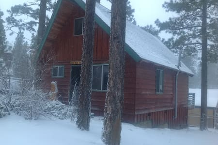 Cozy Clean Cabin. Walk to The Lake