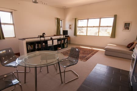 Upstairs seaside apartment - Daire