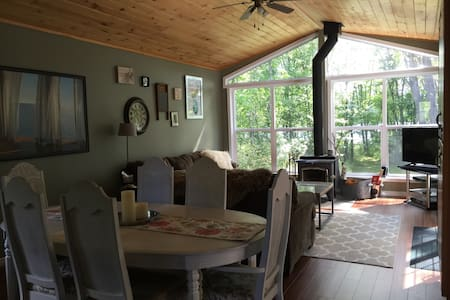 Lakefront Cozy Cottage only 2.5hrs from T.O - Dunchurch - Zomerhuis/Cottage