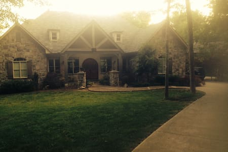 Magnificent 4500 sq ft Home - Knoxville - Haus