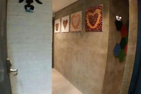 Pravite single Room 4 單人間 wifi - Hong Kong - Appartement