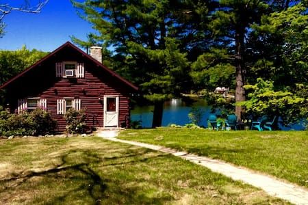 Waterfront Cabin on a quiet lake - West Brookfield
