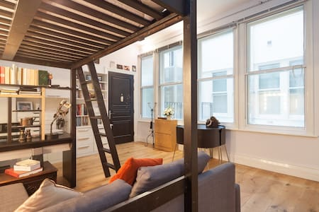 Located just a 3 minute walk away from Manchester Piccadilly Train Station, you will soon feel at home in your very own private Studio Apartment in Manchester's vibrant City Centre.