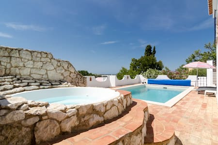 Secluded villa, private pool, quiet area near Luz - Luz