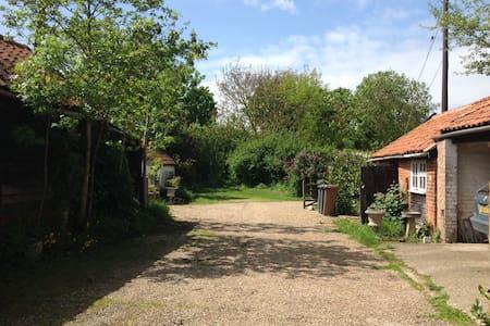 Rustic, peaceful farmhouse - Saxmundham - Casa