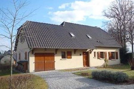 Three-bedroomed house with pool - House