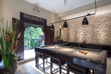 Designer villa w/Pool table & Piano
