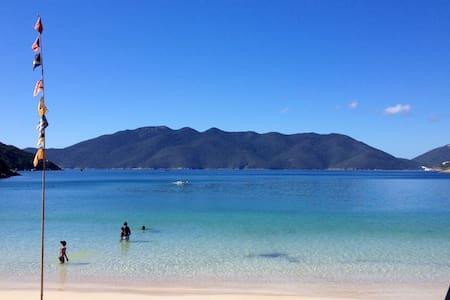 Quarto triplo suite Praia Grande - Arraial do Cabo - Sala sypialna