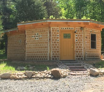 Adirondack Cordwood Cabin Hand Created & Colorful - Kabin