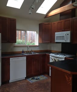 Columbia Gorge Garden Apartment - White Salmon - House