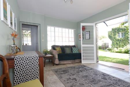 Stylish bright garden cottage - Appartamento