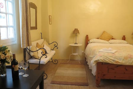 LaPorteBleue-Cosy B&B St Antonin - Bed & Breakfast