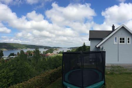 Hus med utsikt - Risør - Casa