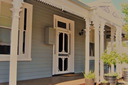 Beautiful room, CBD listing. - Wangaratta