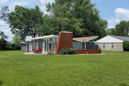 Mid-Century Modern Close to Downtown - Indianapolis - Maison