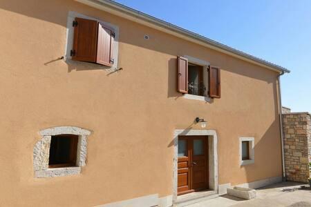 Stone house BERAM in Istria - Hus