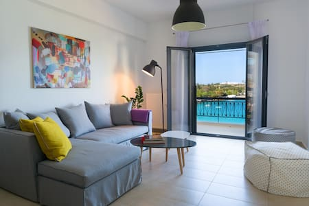 Footsteps to the beach! - Appartement