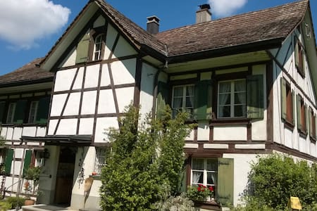 Doppel- u. Einzelzimmer - Wohnen im alten Landhaus - House