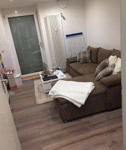 *PERFECT* Cozy & comfortable room with balcony :-) - München