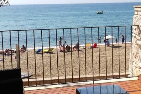 Apartamento en primera linea frontal a la playa - L'Hospitalet de l'Infant - Apartment
