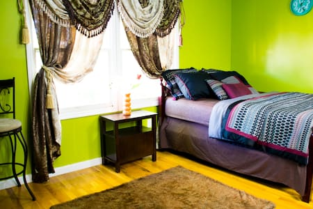 Spacious Master Bedroom/Private bath n Jersey City - Jersey City - House