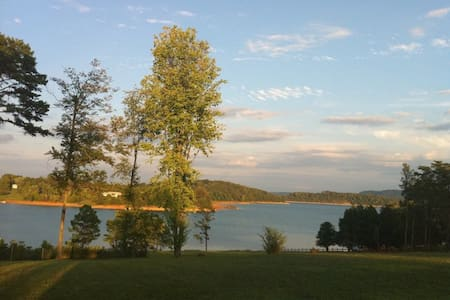 Lake Front Bunkhouse at Cherokee Lake Sleeps 4 - Bean Station - Cabin