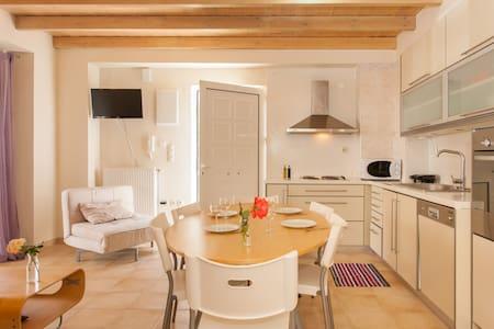 Luxury Villa with Pool -2 bedrooms - Rumah